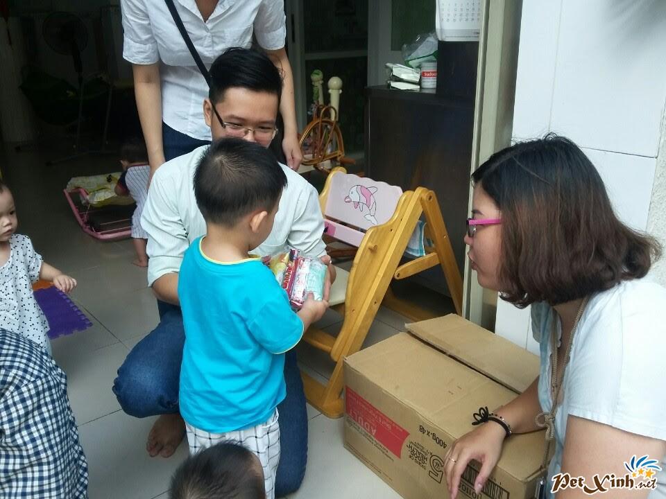 PetXinh.net đi thăm và tặng quà cho trẻ em mồ côi 10