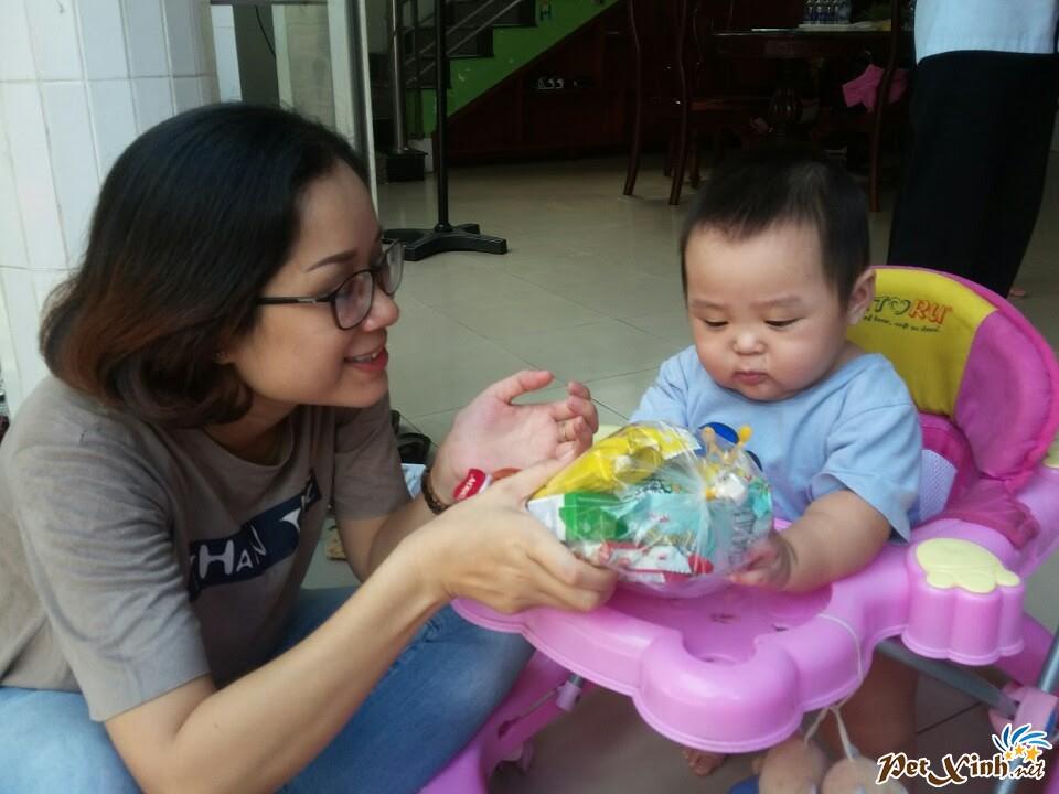 PetXinh.net đi thăm và tặng quà cho trẻ em mồ côi 11
